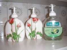 Make decoupage decorative paper napkin hand soap Diy Bottle, Wine Bottle Crafts, Jar Crafts, Bottle Art, Diy And Crafts, Napkin Decoupage, Decoupage Art, Decoupage Ideas, Deco Podge