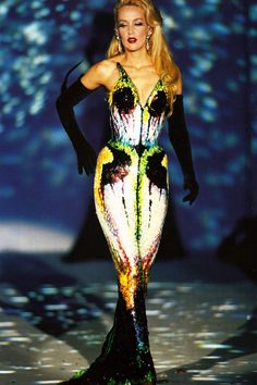 Jerry Hall at Thierry Mugler Haute Couture Spring/Summer 1997 | Keep the Glamour | BeStayBeautiful
