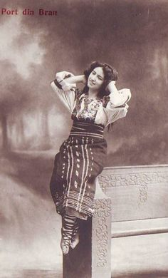 Tarancuta cocheta Vintage Photos Women, Moldova, Traditional Outfits, Romania, Pagan, Old Photos, Gypsy, Ethnic, Textiles