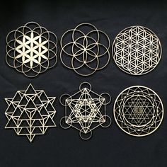 Sacred Geometry + Sri Yantra - Laser Cut Flower / Seed of Life - 6 x Seed of Life - 6 x Flower of Life - x 64 Tetrahedron - x Metatrons Cube - x Sri Yantra - x Add these mini adornments to your altar or shine. Use your own creative Sacred Geometry Symbols, Geometric Symbols, Sacred Geometry Tattoo, Geometric Shapes, Geometric Mandala, Geometric Nature, Simple Mandala, Stencil Wall Art, Art Mural