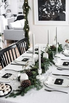 These Christmas table setting ideas are so cute for Christmas in July party ideas! I'm so glad I found these Christmas table centerpieces and for a simple Christmas table! Now I have some great whimsical Christmas table decor ideas to try in our home! Natural Christmas, Beautiful Christmas, Simple Christmas, White Christmas, Christmas Home, Elegant Christmas, Christmas Gifts, Christmas Table Centerpieces, Christmas Table Settings