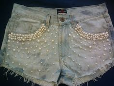 Add some pearls to some old shorts Old Jeans, Denim Jeans, Denim Fashion, Womens Fashion, Diy Shorts, Do It Yourself Fashion, Embellished Jeans, Lesage, Schneider