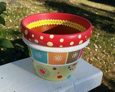Home Painted Clay Pots, Painted Flower Pots, Hand Painted, Clay Pot Crafts, Easy Crafts, Paint Garden Pots, Clay Pot People, Flower Pot Design, Decoupage