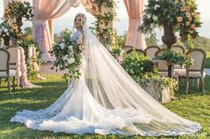 WedLuxe – An Oceanside Styled Shoot Inspired By European Romance | Photography by: Jessica Claire Photography Follow @WedLuxe for more wedding inspiration!