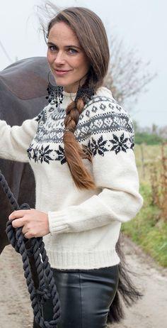 Tröja Snövit | Knittingroom Fair Isles, Fair Isle Knitting, Alpacas, Knitting Patterns, Amy, Turtle Neck, Sweaters, Google, Recipes