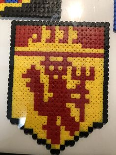 Hama Beads Manchester United Football Diy Perler Beads, Perler Bead Art, Pearler Beads, Hama Beads Patterns, Beading Patterns, Nerd Crafts, Iron Beads, Manchester United, Thor