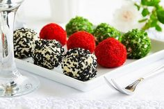 Snack-balls of goat cheese with spices. Cheese Ball, Goat Cheese, Russian Recipes, Main Dishes, Cereal, Raspberry, Spices, Food And Drink, Veggies