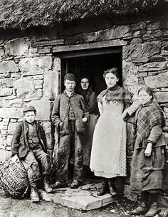 +~+~ Antique Photograph ~+~+  Family of Crofters
