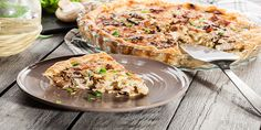 Slice of tart with chicken, mushrooms and cheese Healthy Living Magazine, Healthy Living Tips, Mushroom Stock, Coffee Health Benefits, Chicken Pasta Recipes, Stuffed Mushrooms, Chicken Mushrooms, Healthy Sides, Health Snacks