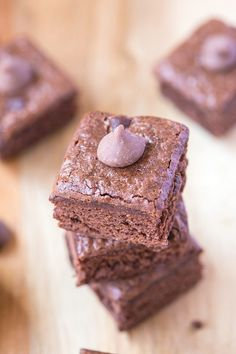 Flourless Greek Yogurt Zucchini Brownies- Moist, fudgy and tasting like dessert, these brownies are vegan, gluten free and dairy free- A healthy snack!