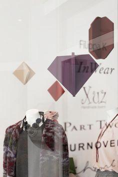 PULL-OVER 2013-VISUAL MERCHANDISING | WINDOW : PRINZTRÄGER | Rauminszenierung und Design - Foto: Bande – Für Gestaltung!