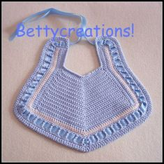 Modedesignerkleid in Indien! Crochet Baby Bibs, Crochet Baby Clothes, Crochet For Kids, Crochet Hooks, Knit Crochet, Baby Knitting Patterns, Baby Patterns, Crochet Patterns, Crochet Woman