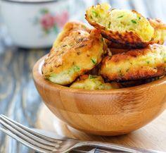 Nu stai dupa ele sa dospeasca si nu ai nimic de framantat. Uite cum faci cele mai rapide si usoare gogosi de dovlecei! Beignets, Antipasto, Chicken Wings, Baked Potato, Ricotta, Broccoli, Potato Salad, Potatoes, Vegetables
