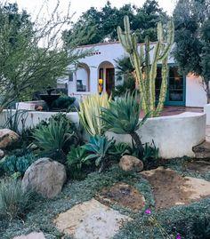Outdoor Design Inspiration from Ojai Amazing Gardens, Beautiful Gardens, Minimalist Garden, Garden Drawing, Xeriscaping, Garden Architecture, Front Yard Landscaping, Spanish Landscaping, Garden Boxes