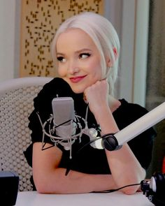 Dove Cameron # she is so cute Beautuful Amaizang She is a wonder women Wonder girl ❤💝💝💝💖 Dove Cameron, Sofia Carson, Disney Channel Stars, Disney Stars, Sabrina Carpenter, Hairspray Live, Cameron Boyce, Girls Makeup, Celebrity Crush