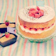 Victoria sponge cake by Juniper Cakery