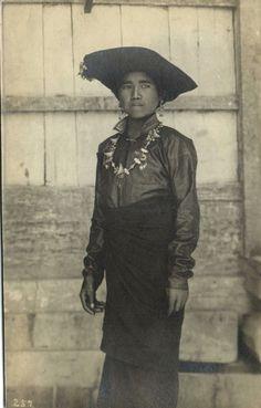 grand-bazaar: Indonesia - Batak Girl from Sumatra Old Pictures, Old Photos, Vintage Photos, Antique Photos, East Asian Countries, Dutch East Indies, Grand Bazaar, Borneo, Archipelago