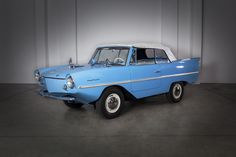 Pontiac Bonneville, Jaguar E Type, Fiat 500, Rolls Royce, Volvo, Mustang, Mercedes Benz, Porsche, Ford
