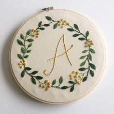Japanese Embroidery Designs Stitches and knots ✨ - Hand Embroidery Tutorial, Simple Embroidery, Japanese Embroidery, Hand Embroidery Stitches, Embroidery Hoop Art, Crewel Embroidery, Cross Stitch Embroidery, Embroidery Designs, Diy Hand Embroidery Letters