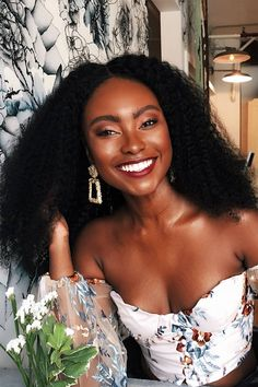 Curl girls in Colombia are letting their frows grow long – Diy Hairstyles American Hairstyles, Black Women Hairstyles, Diy Hairstyles, Hairstyles Pictures, Dark Skin Beauty, Hair Beauty, Black Beauty, Curly Hair Styles, Natural Hair Styles