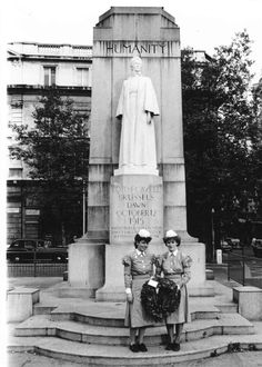Sisters of The London(Royal) Hospital Whitechapel at Edith Cavell memorial. Edith Cavell, Norwich Cathedral, Vintage Nurse, Old Buildings, Westminster, Norfolk, Nurses, Trust, Sisters
