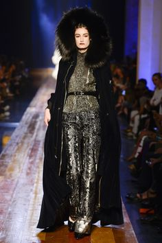 Look 53 - Jean Paul Gaultier Haute Couture Autumn/Winter 2016 Fashion Trends, Fashion Week, High Fashion, Fashion Show, Fur Fashion, Jean Paul Gaultier, French Fashion Designers, Thrift Fashion, Vogue Paris