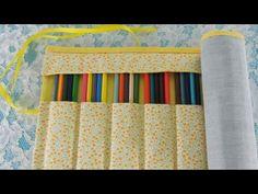 ****MEDIDA DA LAPELA PROTETORA: 16x50cm  Aprenda o passo a passo de um estojo para 24 lápis de cores! Além de ser diferente, este formato também protege cada lápis separadamente e permite que todas as cores fiquem visíveis na hora de pintar :) A sort