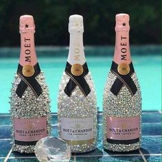 Hochzeitsgeschenke crafts for birthday Alcohol Bottle Decorations, Liquor Bottle Crafts, Diy Bottle, Glitter Champagne Bottles, Bling Bottles, Bedazzled Bottle, Moet Chandon, Don Perignon, Garrafa Diy