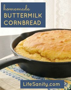 Hot cornbread in a cast iron skillet. My mom use to make the best corn bread in a square cast iron skillet. Dutch Oven Cooking, Skillet Cooking, Cast Iron Cooking, Skillet Meals, Buttermilk Cornbread, Homemade Buttermilk, Skillet Cornbread, Iron Skillet Recipes, Cast Iron Recipes