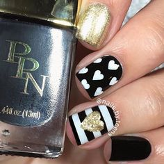 Black + white mix n match inspired by @nailsbycambria Tutorial later  Products used: @pinkprincesscosmetics 'divinely made' 'respect' use my code ‼️NAILSBYTEENS‼️ for 15% off @ellamilapolish 'gilded' @whatsupnails straight vinyls use my code nailsbyteens10 for 10% off @winstonia_store Berry wine brush set use my code TEENS10 for 10% kff Acrylic paint