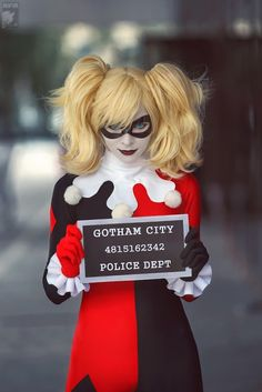 {Harley Quinn cosplay} woah. creepy cool