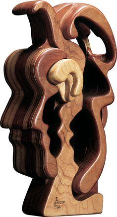 Paulo Laender - CABEÇA PENSANTE I - escultura em madeiras diversas coladas e cavilhadas - data 1983 - dim 28 x 38 x 55 cms