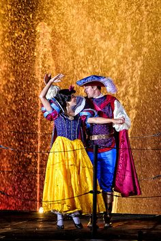 Snow White and Prince Charming dancing during the Fantastmic show - Hollywood Studios in Disney World