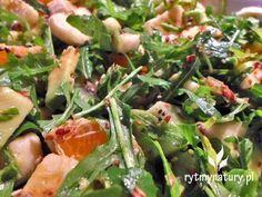 Sałatka młodości - nie na darmo tak ją nazwałam :) . Ta sałatka to nie byle co a składniki dobrałam w taki sposób aby było mega zdrowo, urodziwie i przede wszystkim PYSZNIE! Kto śledzi mojego bloga wie, że jestem łasuchem, lubię jeść, nie dręczę się Cooking Recipes, Healthy Recipes, Seaweed Salad, Potato Salad, Goodies, Brunch, Lunch Box, Food And Drink, Healthy Eating