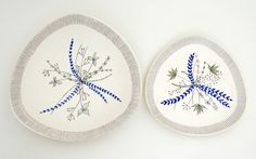 Halmen met matgroen blad en blauwe ranken. Borden. Ontwerp: Inger Waage.