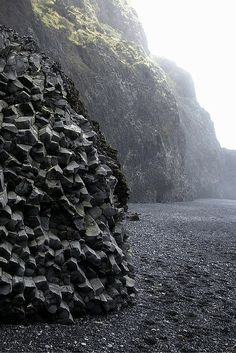 What to see in Vik Iceland! The black sand beach in Vik Iceland was unlike anything I had ever seen before and worth a day trip from Reykjavik for sure. Greenland Travel, Iceland Travel, Voyage Europe, To Infinity And Beyond, Outdoor Travel, Day Trip, Dream Vacations, Places To See, Travel Photography