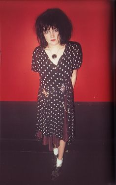 Exene Cervenka of X, circa 1980 Photo by Jim Jocoy, from the book We're Desperate: The Punk Rock Photography of Jim Jocoy, SF/LA - I love this look Steam Punk, Exene Cervenka, Photo Rock, 70s Punk, Punk Rock Fashion, Fashion Edgy, We Will Rock You, Vampire, Youth Culture