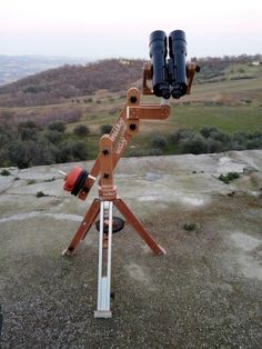 See 2 photos from 7 visitors to Cermignano. Vintage Binoculars, Four Square, Wood Working, Physics, Diy And Crafts, Projects To Try, Science, Stars, Cool Stuff