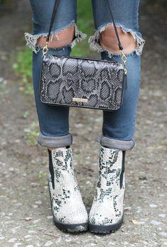 The Pandora in dual textured animal >> www.paulsboutique.com #paulsboutique #handbag #fashion #style