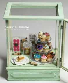 *ショーケース* - *Nunu's HouseのミニチュアBlog* 1/12サイズのミニチュアの食べ物、雑貨などの制作blogです。