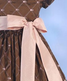 Pink bow on brown dress. Cute!