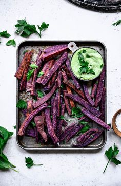 These Purple Sweet Potato Fries with Herb Tahini Sauce make the perfect side for These Purple Sweet Potato Fries with Herb Tahini Sauce make the perfect side for any meal or even as an afternoon snack! Source by eatpluscreate Easy Delicious Recipes, Healthy Recipes, Healthy Appetizers, Appetizer Recipes, Whole Food Recipes, Vegetarian Recipes, Cooking Recipes, Yummy Food, Healthy Food