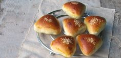 anevata top Food N, Food And Drink, Greek Sweets, Easter Cookies, Special Recipes, Dinner Rolls, Greek Recipes, Cake Cookies, Afternoon Tea