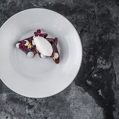 Goat milk icecream beet root caramel by @chef_rungthiwa from Copenhagen. Tag your best plating pictures with #armyofchefs to get featured. - find more inspiration on www.kochfreunde.com