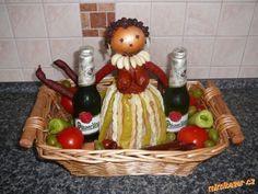 Černoška ze salámů Lemon Jello, Food Decoration, Food Humor, Food Art, Good Food, Food And Drink, Basket, Menu, Fruit