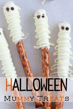 Halloween mummy treats using pretzel rods, white chocolate and mini chocolate chips. Such a fun Halloween treat.