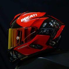 Motorcycle Helmet Design, Biker Helmets, Motorcycle Gear, Yamaha R6, Ducati Motorcycles, Motogp, Shoei Helmets, Helmet Armor, Custom Helmets