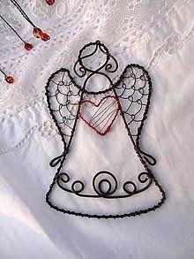 malý ochranca s veľkým srdiečkom / Meryema - SAShE. Wire Ornaments, Beaded Christmas Ornaments, Angel Ornaments, Wire Crafts, Metal Crafts, Cross Tree, Hanger Crafts, Beads And Wire, Wire Art