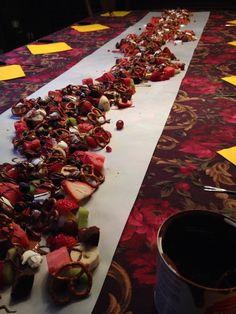 Fondue au chocolat | Chocolat favoris • chocolat au lait classique & dulce de leche Food And Drink, Baking, Christmas, Birthday, Table, Panna Cotta, Sweets, Milk, Parties Food