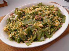 ENSALADILLA DE HABICHUELAS VERDES  INGREDIENTES: 400 gr. de judías verdes frescas, 2 huevos, 100 gr. de atún en aceite, crema de vinagre balsámico, aceite de oliva, vinagre y sal.